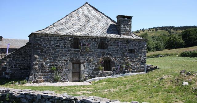 Rando guidée sur le GR7® des Monts d'Ardèche & ligne de partage des eaux