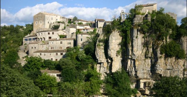 La Grotte Chauvet II et les villages de caractère de l'Ardèche Méridionale