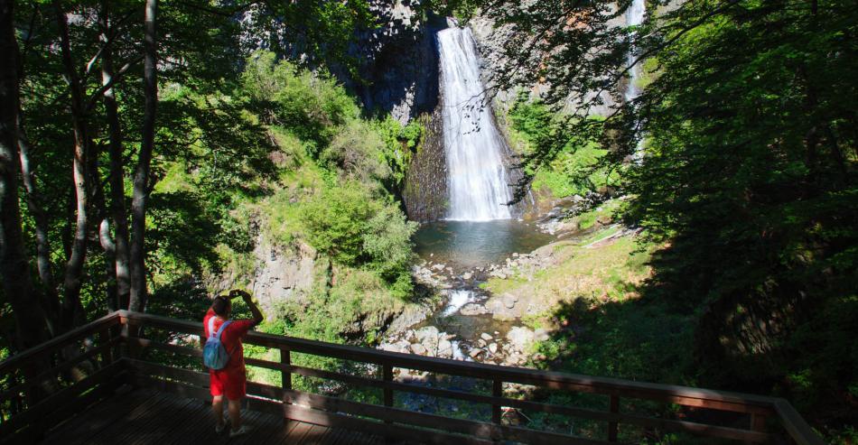 Tourisme en Ardèche : La cascade du Ray pic