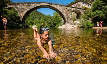 M. Dupont - Cévennes d'Ardèche - Rivière sentier des arches le gua beaumont