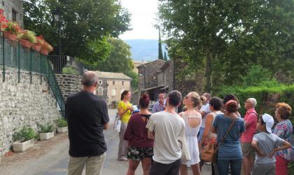 OTI SARV - Devant la mairie école d'Aubignas