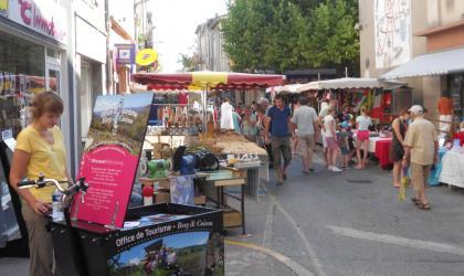 Office de Tourisme Berg et Coiron - Triporteur de l'Office de Tourisme Berg et Coiron au marché de Villeneuve de Berg