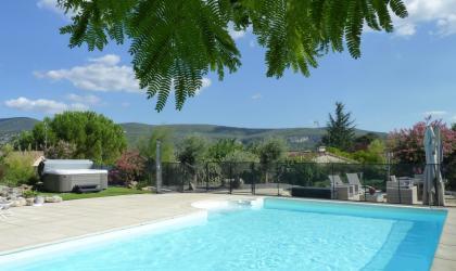 Gîtes de France - Vue de la piscine,spa,salon de jardin, sur les monts du razal et sur la grotte de CHAUVET 2.