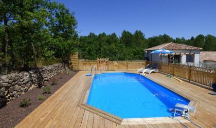 Clévacances - piscine 9x4m avec terrasse en bois de 80m²