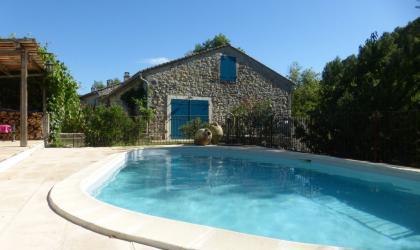 Clévacances - piscine chauffée à disposition