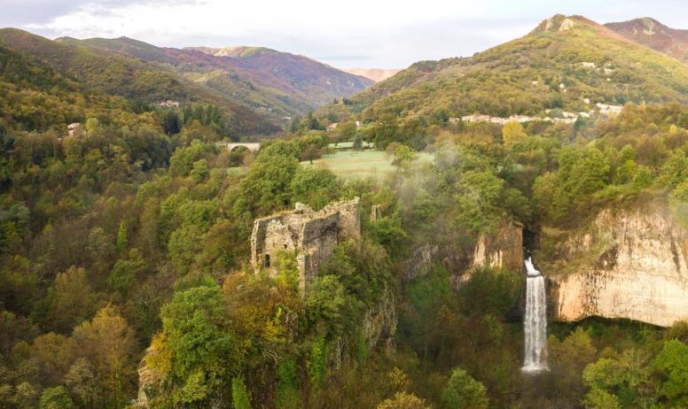 ©S.BUGNON - Montpezat-sous-Bauzon - Site de Pourcheyrolles-zoom château pourcheyrolles ©S.BUGNON