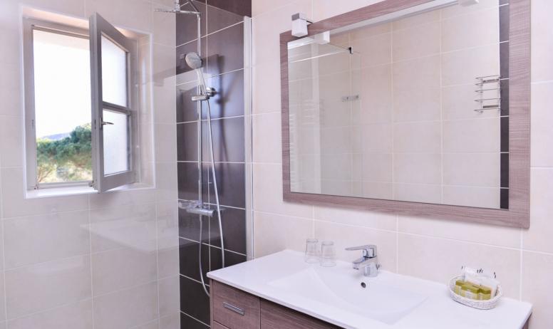 Hôtel Le Chêne Vert - Salle de bain supérieure