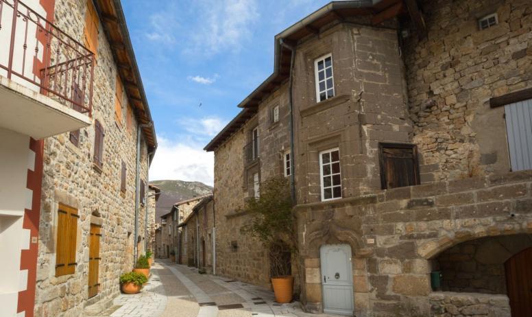©S.BUGNON - Montpezat-sous-Bauzon - Château de la Ville Basse ©S.BUGNON