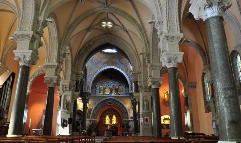 © ARG-ADT07 - intérieur de la basilique