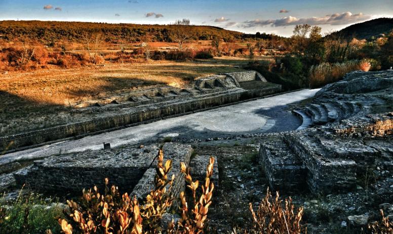 ©Maëva Lopez, OTISARV - Site antique d'Alba la Romaine à l'automne
