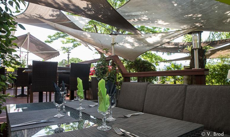 Le petit jardin restaurants en ard che french regional cuisine vallon pont d 39 arc ard che - Petit jardin public nice ...