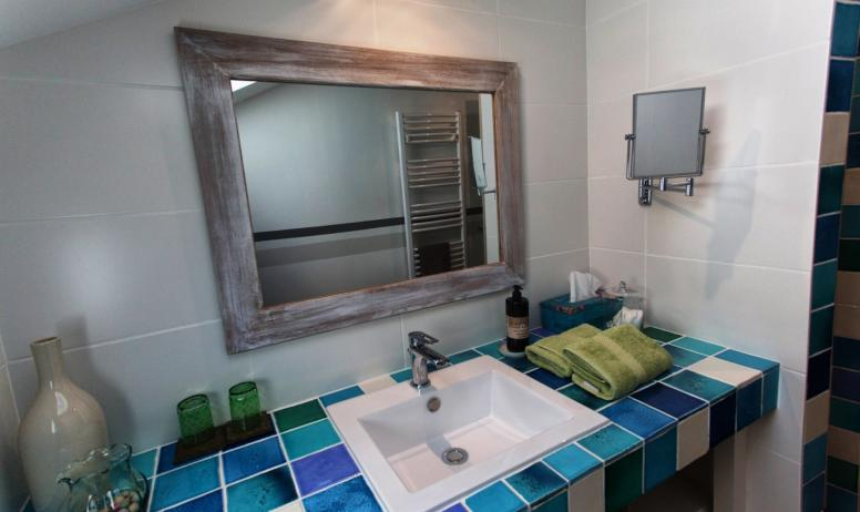 © La Villa des Charmilles - La chambre beige et bleue (2ème étage, côté parc)