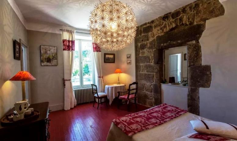 © La Villa des Charmilles - La chambre rouge (1er étage, côté parc)