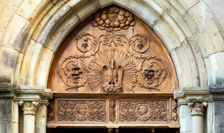 ©S.BUGNON - Saint-Pierre-de-Colombier - Tympan de l'église ©S.BUGNON