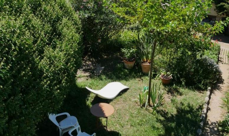 Gîtes de France - Vue sur le jardin de la terrase 1
