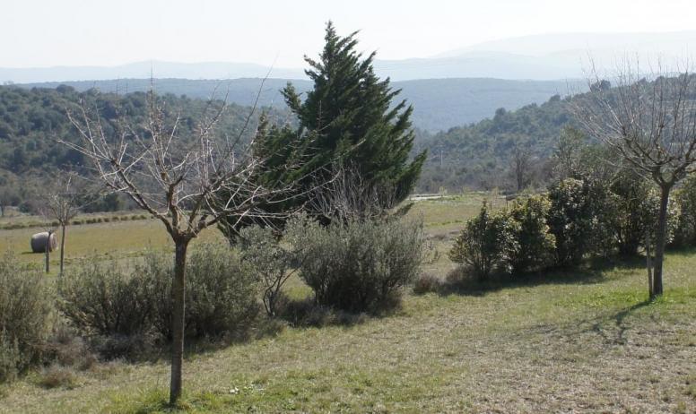 Gîtes de France - vue sur la nature  randonnées pédestres et vtt à partir du gîte topoguides à disposition