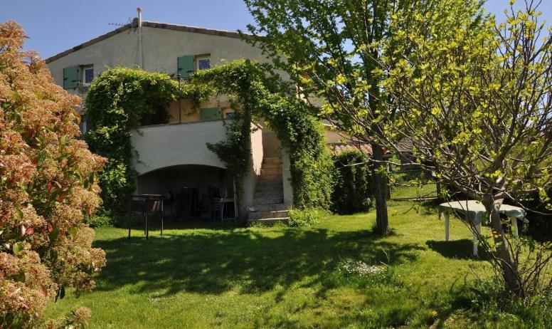 Gîtes de France - Jardin privatif donnant sur le domaine du Duzon et des chevaux