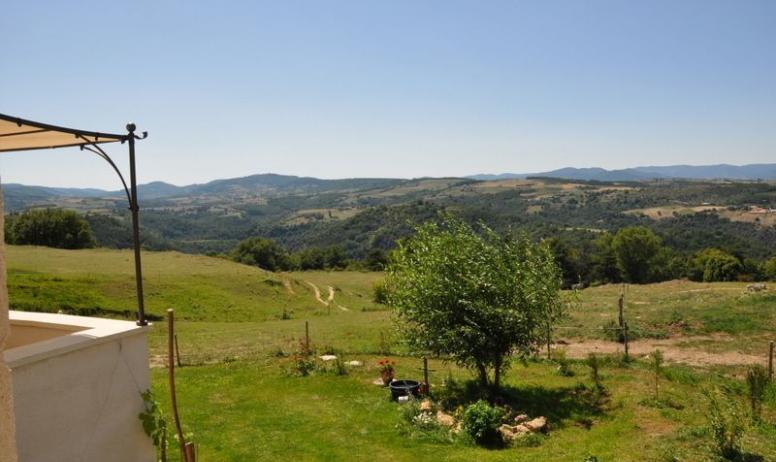 Gîtes de France - vue de la terrasse imprenable  sur les monts de l'Ardèche , 360°pleine nature