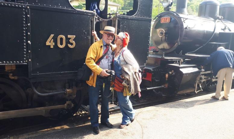 Gîtes de France - Catherine et Jacques au petit train historique de l'Ardèche , balade thématique vintage