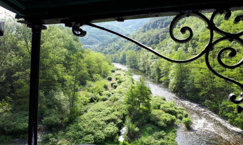 Gîtes de France - les gorges du Doux , vues du train