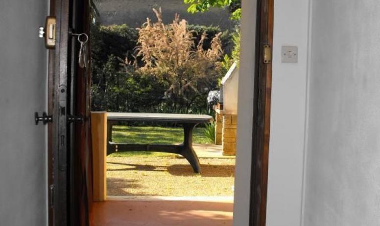 Gîtes de France - La table extérieure est à quelques pas de la cuisine.