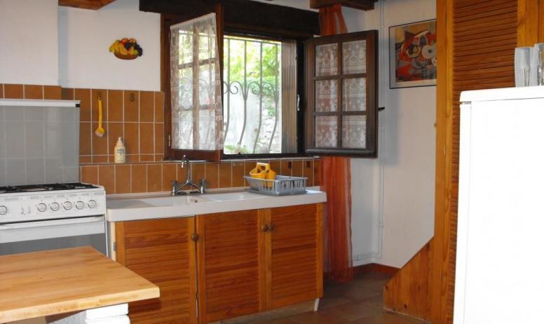 Gîtes de France - De la cuisine on monte aux chambres.