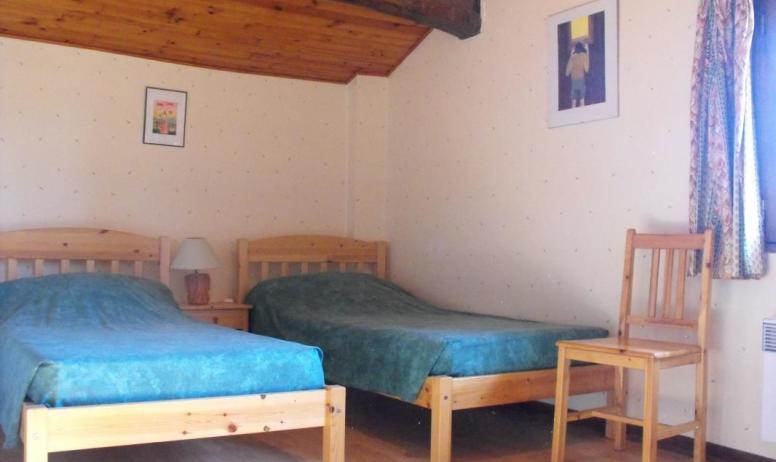 Gîtes de France - Chambre soleil levant (3 lits). Plus un dressing entre les deux chambres.