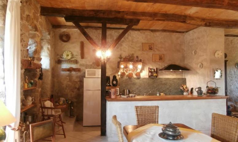 Gîtes de France - Pièce de vie avec cuisine ouverte sur séjour