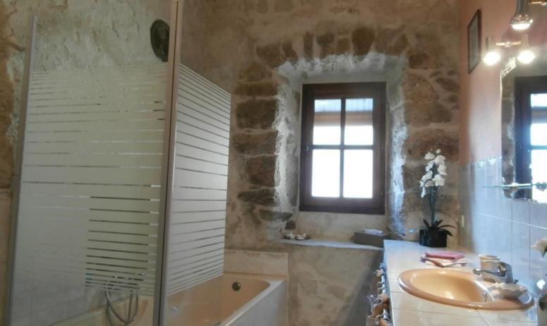 Gîtes de France - Salle de bains avec lave linge