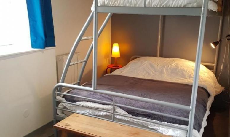 Gîtes de France - Chambre avec 1 lit en 140 et 1 lit en 90 superposé