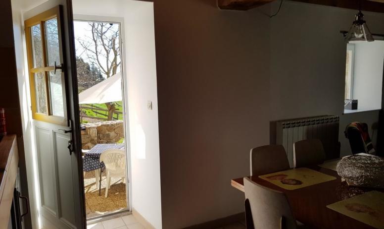 Gîtes de France - Salon cuisine ouvert sur terrasse