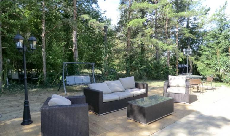 Gîtes de France - La terrasse près de la piscine