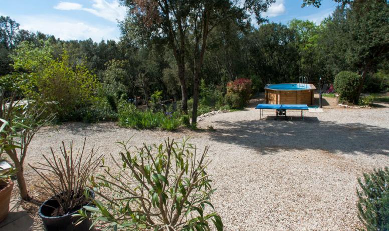 Fransje spiljard - vue sur jardin et piscine
