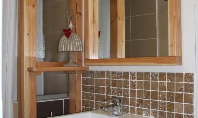 """Gîtes de France - Salle de bain de la chambre """"Mûrier"""""""