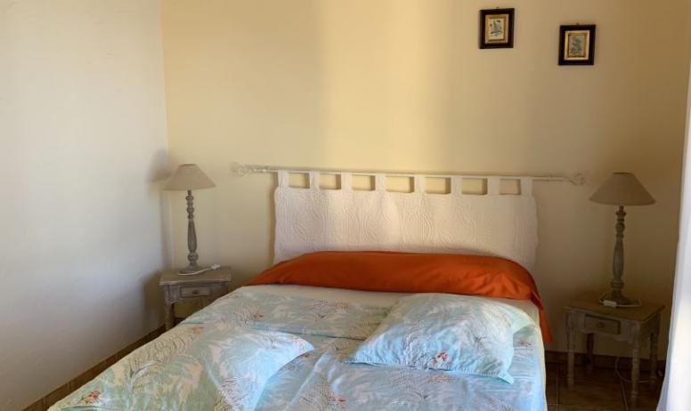 © Au maillot blanc - La chambre verte (chambre pour 1 à 4 personnes)