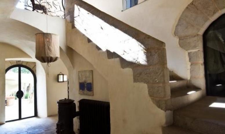 Gîtes de France - Au Château d'Uzer, le grand et majestueux escalier (XVème).