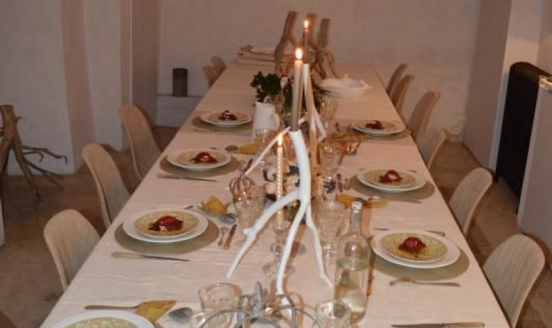 Gîtes de France - Au Château d'Uzer, la table du dîner de Noël...