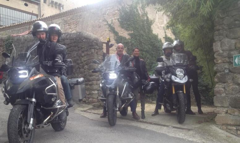 Gîtes de France - Au Château d'Uzer, l'accueil motards !