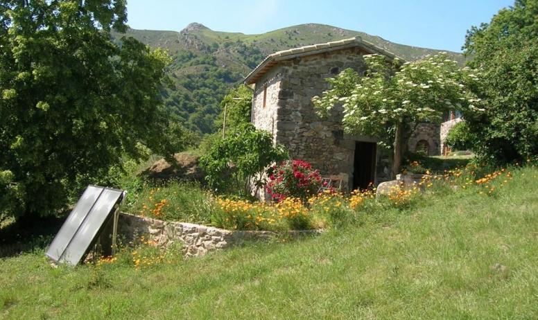 """Gîtes de France - Le """"Clédiou""""Chambre indépendante dans la prairie ,tout près de la maison..."""