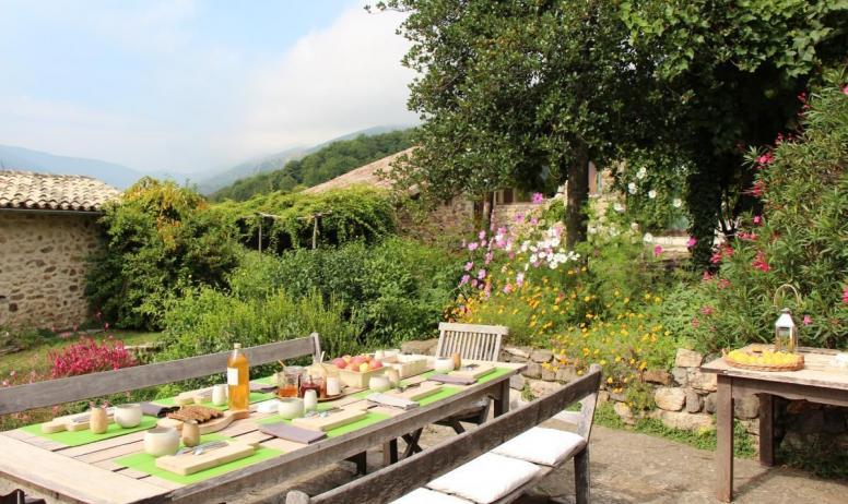 Gîtes de France - un petit déjeuner avec les papillons...