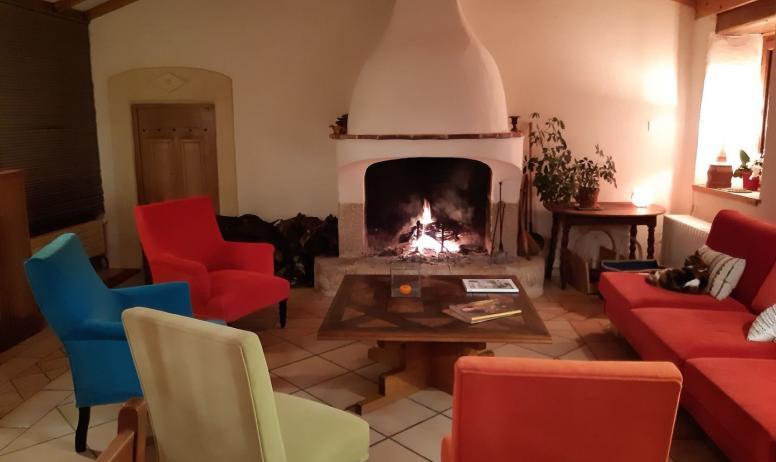 Gîtes de France - soirée autour de la cheminée