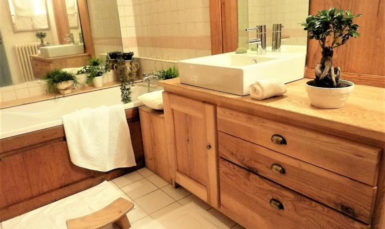 """Gîtes de France - salle de bain de la chambre""""La Treille"""""""