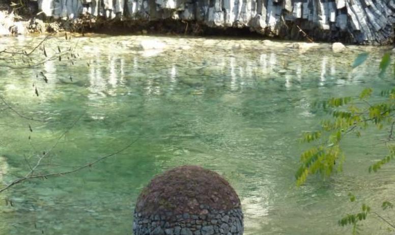 Gîtes de France - pas de piscine mais des baignades secrètes en eaux vives...délicieux!