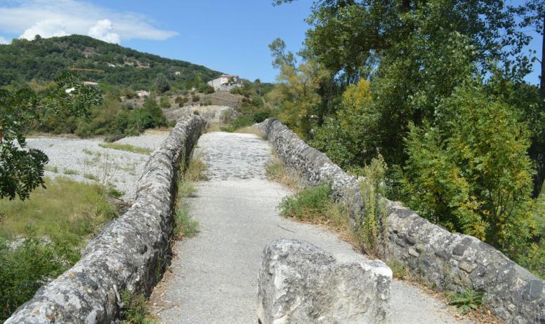 Pont romain que faire en ard che viviers ardeche guide - Office du tourisme ardeche nord ...