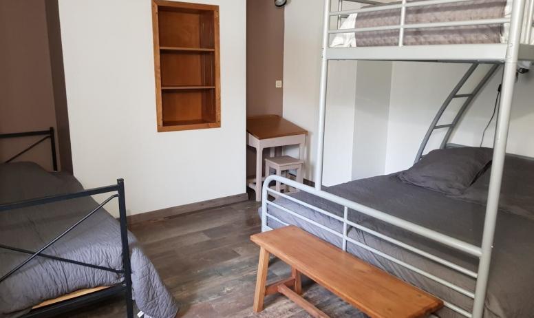 Gîtes de France - Chambre 2 avec 3 lits: 140, 90, et 80