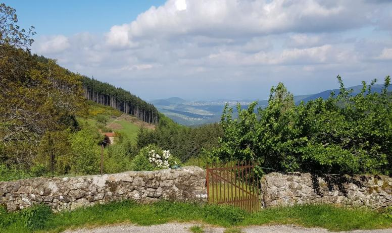 Gîtes de France - Vue sur Chirol