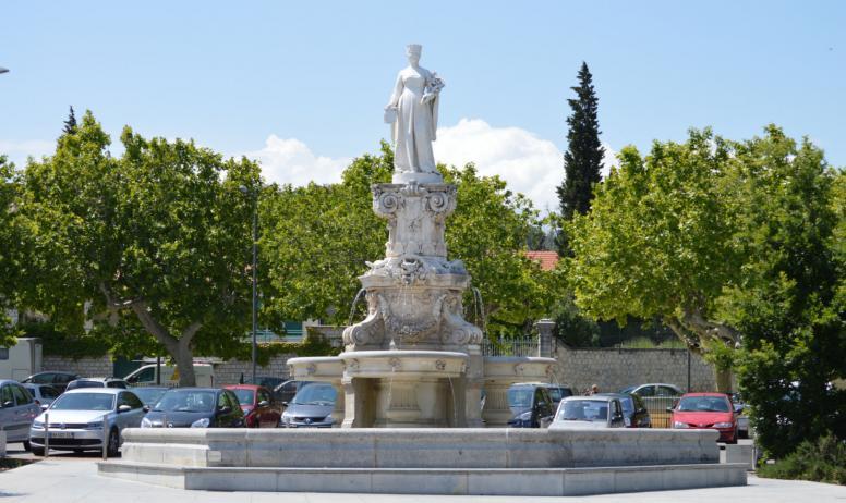 Statue de dame vierne que faire en ard che bourg saint - Office de tourisme bourg saint andeol ...