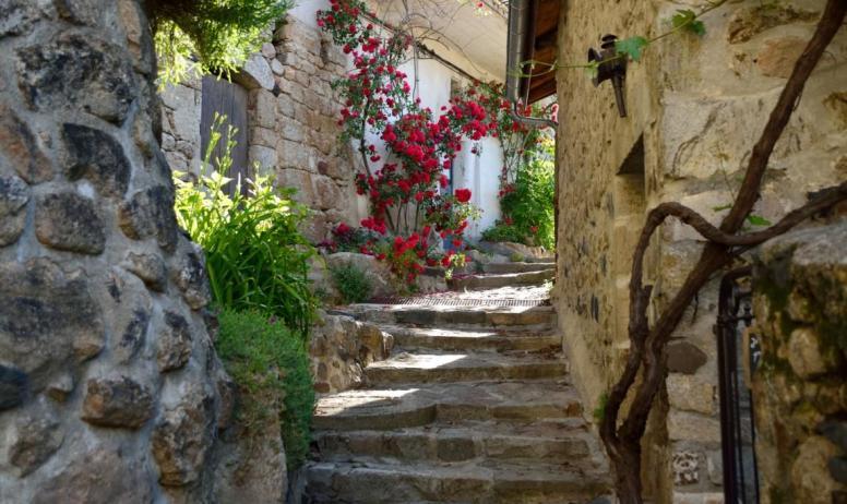 Antra gues village de caract re villages de caract re for Antraigues sur volane maison de jean ferrat