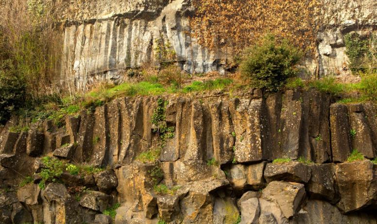 ©S.BUGNON - Pont-de-Labeaume - Coulées superposées ©S.BUGNON