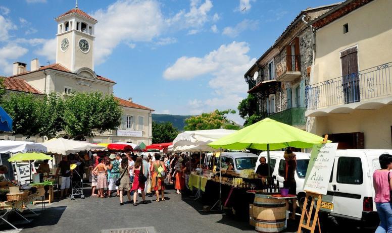 ©OTISARV - Une matinée sur le marché d'Alba la Romaine ©OTISARV